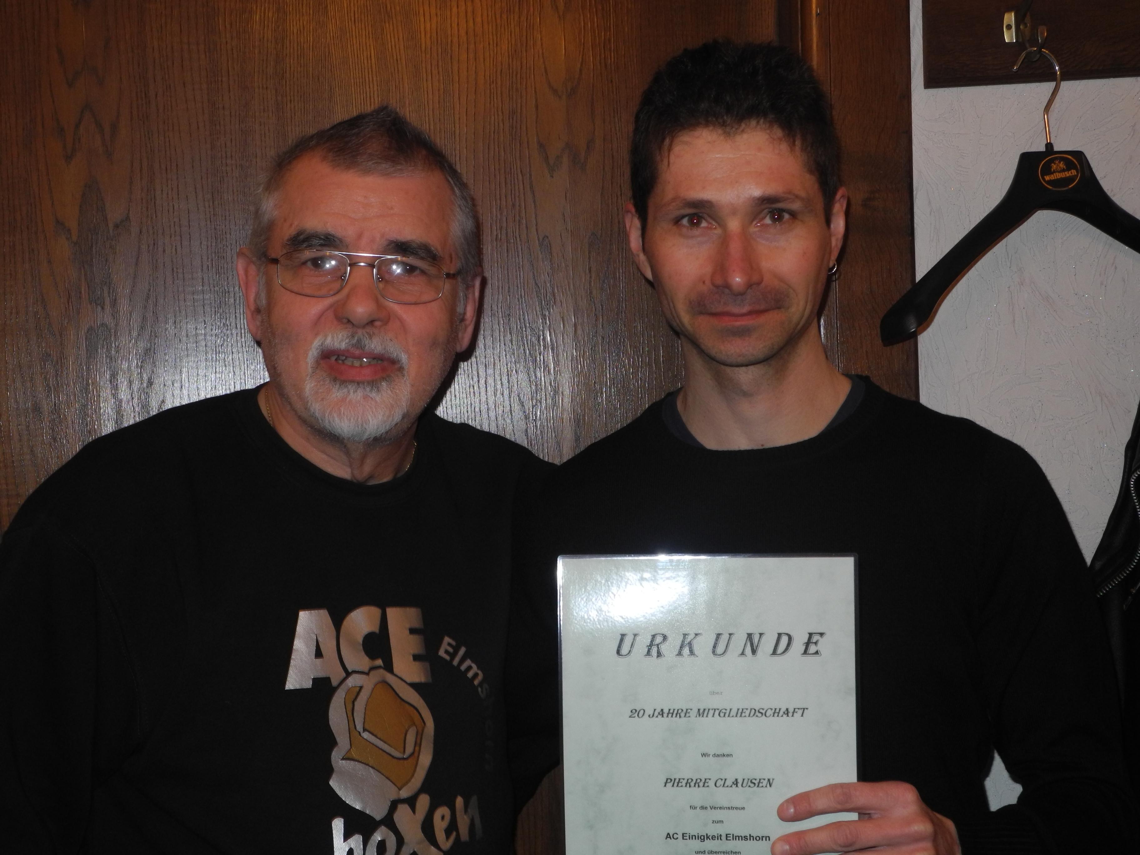 Pierre Clausen (re.) - 20 Jahre Mitglied im AC Einigkeit Elmshorn