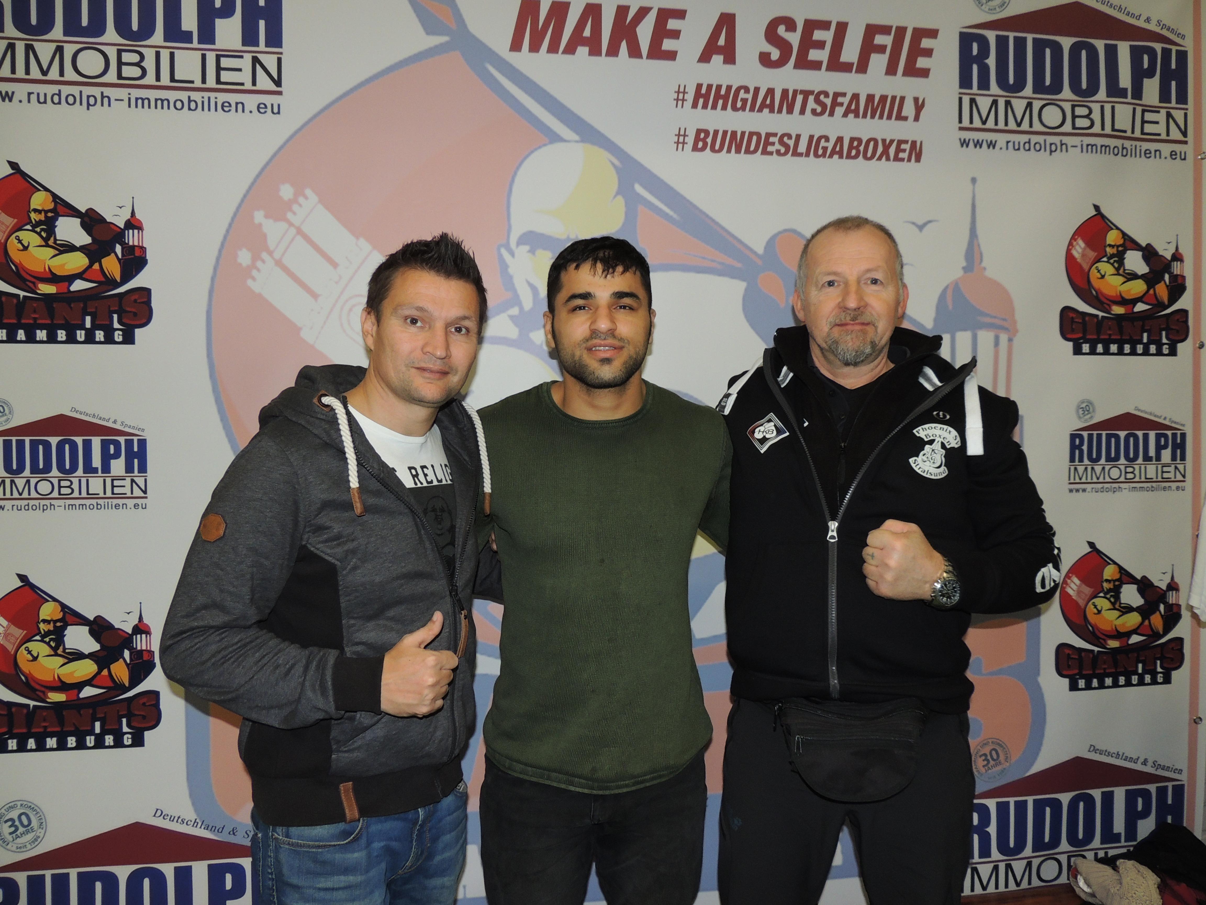 Zu Gast waren der amtierende Deutsche Schwergewichtsmeister Ammar Abbas Abduljabar (m), HABV Sportdirektor Christian Morales (l) und HKB-Koordinator Ronny Poge