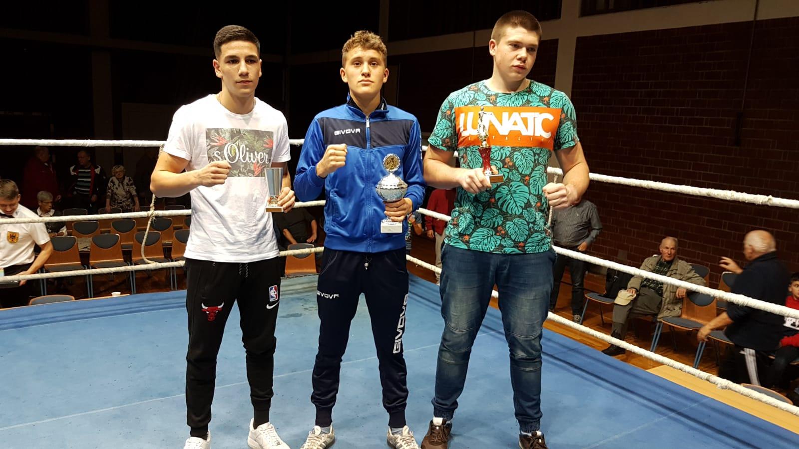Pokalgewinner Agasi Margayan, John Himmelspach, Jakub Domurat (v.l.)